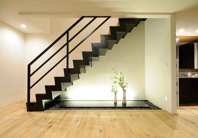 4.稲妻階段が印象的な玄関ホール