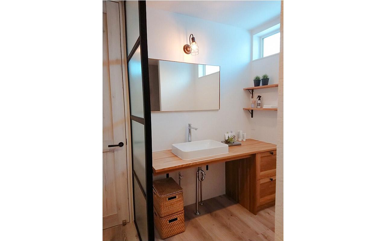ウッドワン社無垢の木の洗面台
